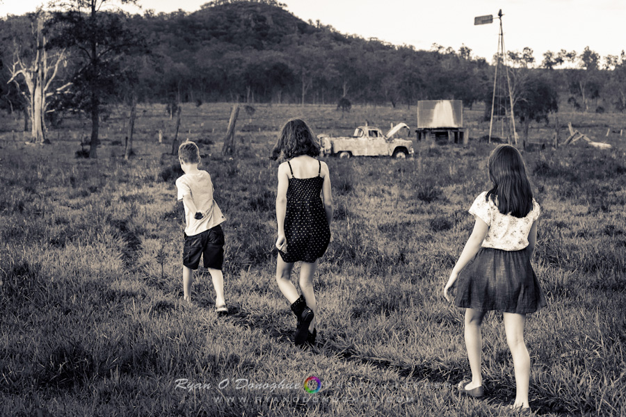 children_walking_away_2